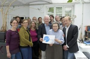 """Menschen bei der Intiative  """"Gegen Unmenschlichkeit"""" - Wien"""
